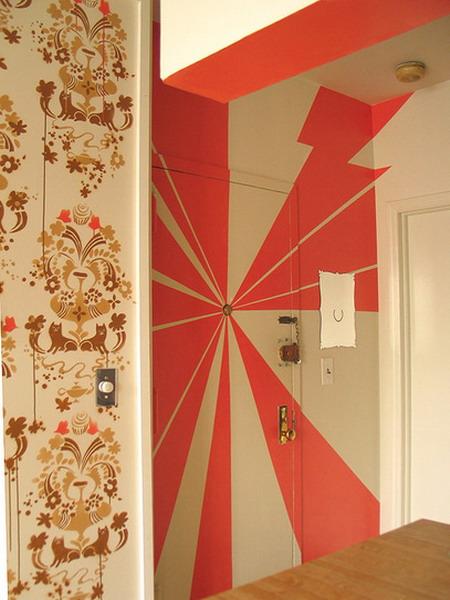 Как оригинально покрасить дверь