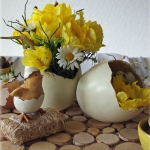 easter-chickens-table-setting-flowers1.jpg