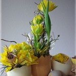 easter-chickens-table-setting-flowers5.jpg