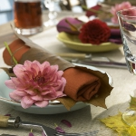 fall-table-setting-in-harvest-theme-on-plate4.jpg