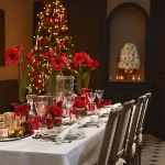 fashionable-table-set-for-xmas-traditional1.jpg