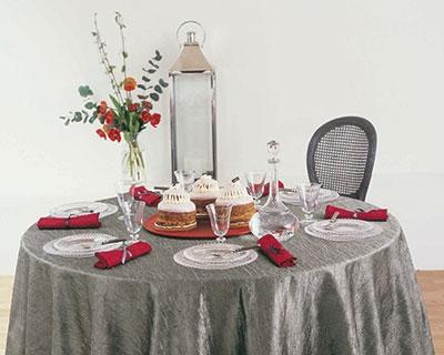 Сервировка стола серый