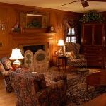 livingroom-before1.jpg