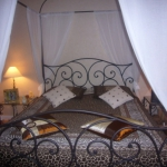 french-women-bedroom-creative6.jpg