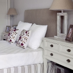 how-to-choose-nightstands-to-upholstery-headboard-color4-2.jpg