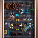 how-to-organize-jewelry-on-wall4.jpg