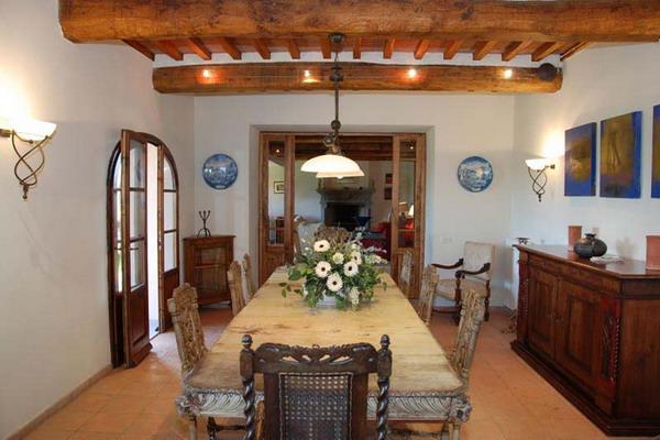 ...богатых тосканских цветах, создавая различные текстуры и традиционный...