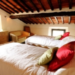 italian-villas-with-bright-accents1-9.jpg