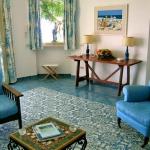 italian-villas-with-bright-accents2-2.jpg