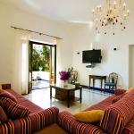 italian-villas-with-bright-accents3-1.jpg
