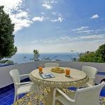italian-villas-with-bright-accents3-11.jpg