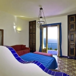 italian-villas-with-bright-accents3-9.jpg