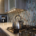 kitchen-lighting-25-practical-tips-cabinets1-4