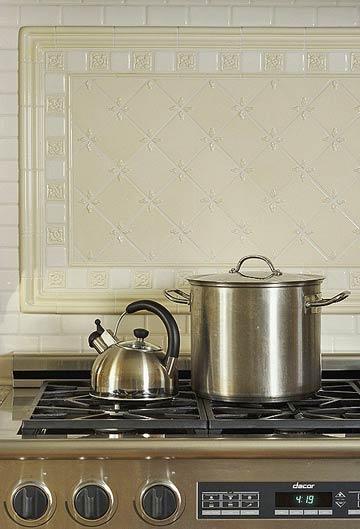 Плитки в зоне кухонного фартука