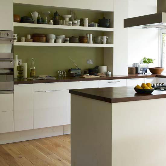 Olive Green Kitchen Decor: Нескучные белые кухни: 50 примеров на сочетания с другими