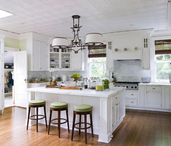 Нескучные белые кухни: 50 примеров на сочетания с другими