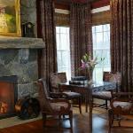 master-luxury-details-phyllis-familyroom6.jpg