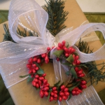 new-year-decorations-from-pine-branches-gift-wrapping3.jpg