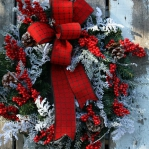 new-year-decorations-from-pine-branches-wreath5.jpg