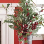new-year-decorations-from-pine-branches-centerpiece2.jpg
