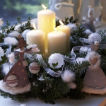 new-year-decorations-from-pine-branches-candles9.jpg
