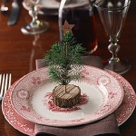 new-year-decorations-from-pine-branches-on-plate2.jpg