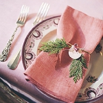 new-year-decorations-from-pine-branches-on-plate6.jpg