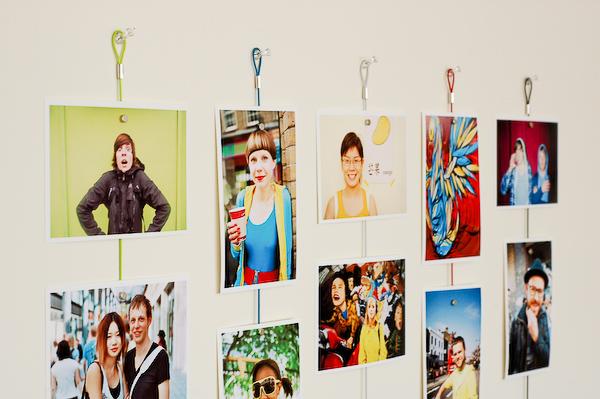 Как оформить стену из фотографий своими руками на стену