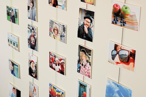 Как оформить стену фотографиями своими руками без рамок 46