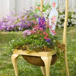 planting-flowers-in-chairs-colorful12.jpg