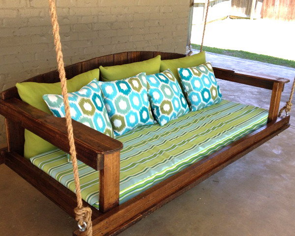 Деревянные качели диван