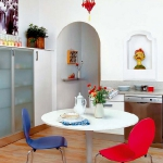 rainbow-accents-in-spanish-apartments1-6.jpg