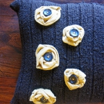 recycled-sweater-pillows-decorating1-9.jpg