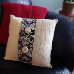 recycled-sweater-pillows-decorating4-2.jpg