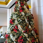 ribbon-on-christmas-tree-ideas19