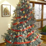 ribbon-on-christmas-tree-ideas33