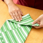 shaped-napkins-step-by-step5-2.jpg