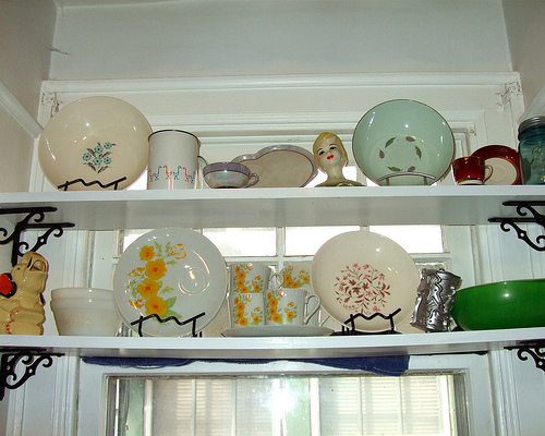 http://www.design-remont.info/wp-content/uploads/gallery/shelves-above-kitchen-windows1/shelves-above-kitchen-windows1-5.jpg