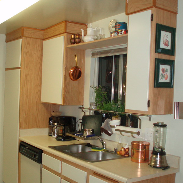 http://www.design-remont.info/wp-content/uploads/gallery/shelves-above-kitchen-windows2/shelves-above-kitchen-windows2-2.jpg