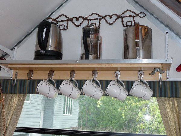 http://www.design-remont.info/wp-content/uploads/gallery/shelves-above-kitchen-windows3/shelves-above-kitchen-windows3-1.jpg