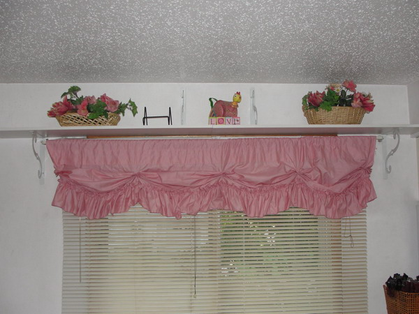 http://www.design-remont.info/wp-content/uploads/gallery/shelves-above-windows-misc1/shelves-above-windows-for-collection1.jpg
