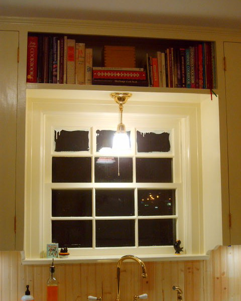 http://www.design-remont.info/wp-content/uploads/gallery/shelves-above-windows-misc2/shelves-above-windows-for-storage1.jpg