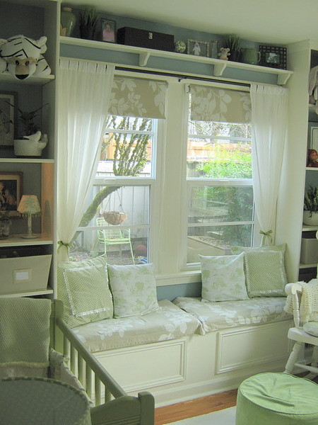 http://www.design-remont.info/wp-content/uploads/gallery/shelves-above-windows-misc3/shelves-above-windows-in-kidsroom1.jpg