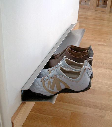 В дизайне полок для обуви еще конь не валялся.