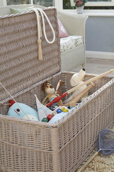 В плетенных корзинках очень удобно хранить детские игрушки и еще они...