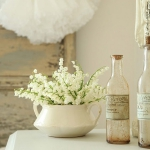 spring-decor-ideas-from-lily-of-the-valley-vases-style2-4
