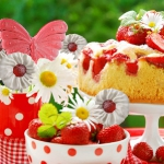 strawberry-season-table-setting1-6.jpg