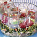strawberry-season-table-setting-ideas1.jpg