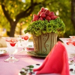 strawberry-season-table-setting-ideas11.jpg