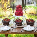 strawberry-season-table-setting-ideas15.jpg